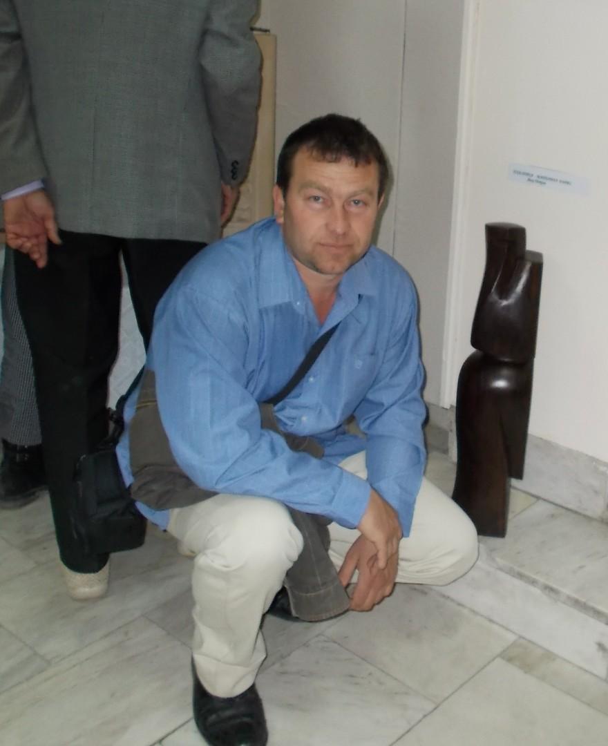 Дърворезбарят Явор Петков