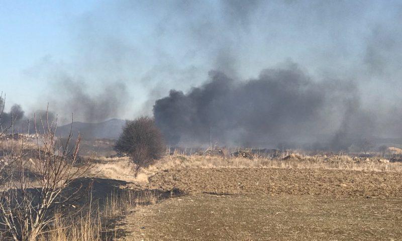 Десетки декари сухи треви и храсти изгоряха край с. Григорево