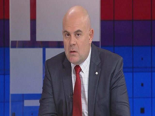 Цацаров номинира заместника си за нов главен прокурор