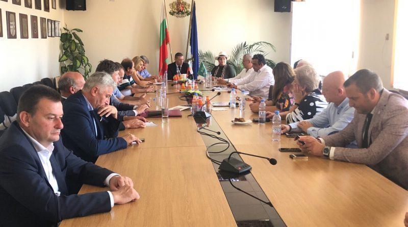 Областният управител Илиан Тодоров на разговор с шейха Надя Ал Досари за инвестиции в Софийска област