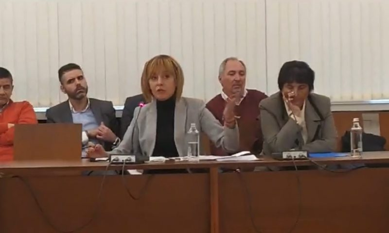 По настояване на Мая Манолова НС прие връщането на пари за парно и газ